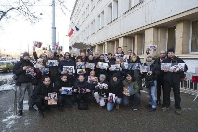 Urząd Miejski w Gdańsku. Akcja trójmiejskich fotoreporterów w hołdzie zamordowanemu prezydentowi