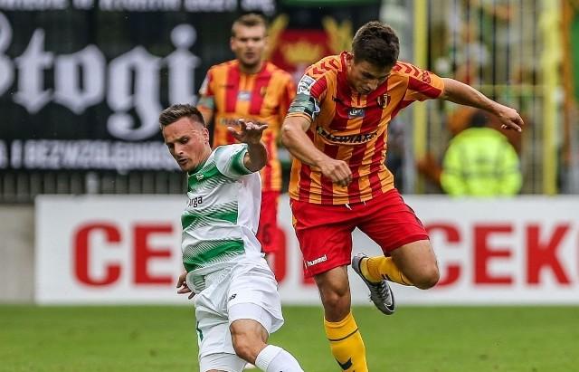 Mateusz Możdżeń (z prawej) czuje niedosyt po meczu z Lechią.