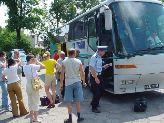 Starszy posterunkowy Tomasz Rudnicki nie miał żadnych uwag do stanu technicznego autobusu.