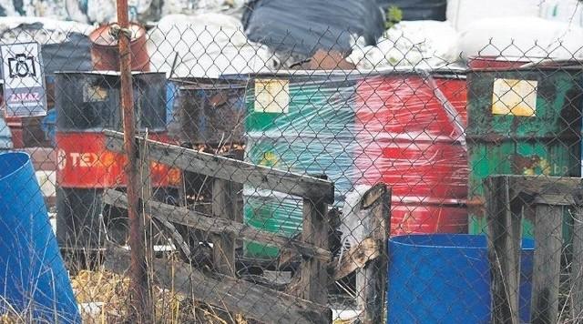 Tykająca bomba ekologiczna w Zgierzu...Prokuratura Rejonowa w Zgierzu wszczęła śledztwo dotyczące składowiska odpadów przy ul. Miroszewskiej w Zgierzu. Prokuratorzy sprawdzą, czy doszło do zagrożenia zdrowia i życia człowieka, a także środowiska.Czytaj na kolejnym slajdzie