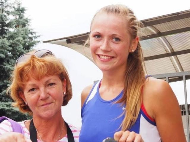 Na zdjęciu trener Maria Sugier i Weronika Wyka.