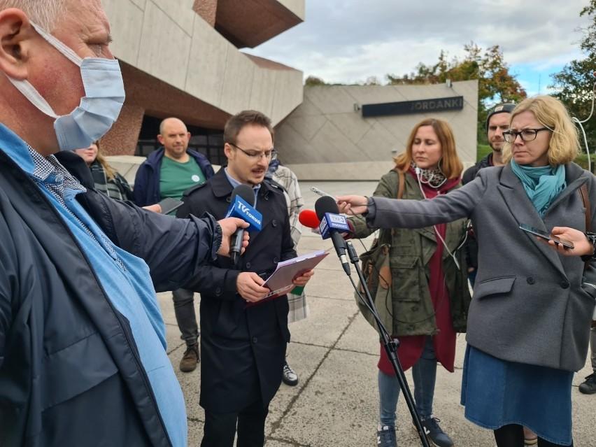 Na zdjęciu - Konferencja prasowa przedstawicieli środowisk...