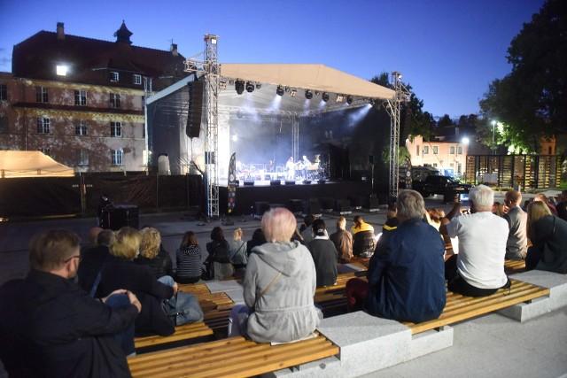 Winobranie 2020 w Zielonej Górze. W tym roku na scenie na placu Teatralnym królowali artyści związani z naszym regionem.
