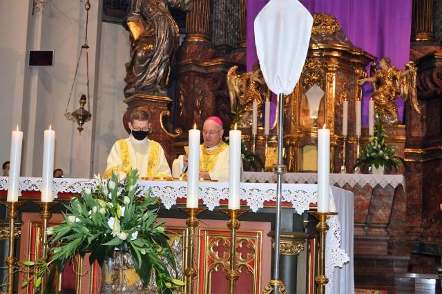 Msza Wieczerzy Pańskiej w katedrze opolskiej.