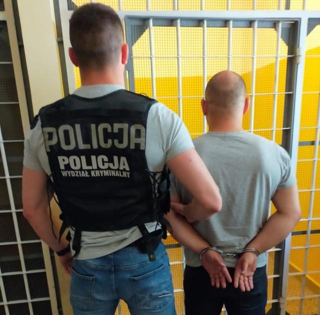 Policja zatrzymała 34-latka z Gdańska Brzeźna, który miał przy sobie ponad 600 porcji narkotyków i prawie 400 porcji dopalaczy, 4.06.2021