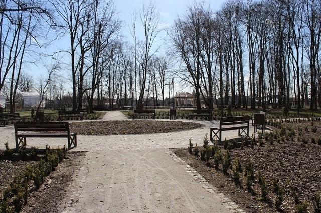 Park przy zalewie przeszedł rewaloryzację, czyli odnowienie z zachowaniem historycznego wyglądu z wprowadzeniem funkcji użytkowych.