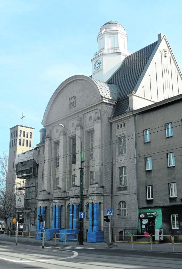 Gmach przy ulicy 1 Maja 50 w Katowicach. Do 1924 roku, czyli daty włączenia Bogucic i Zawodzia do Katowic, był tu ratusz