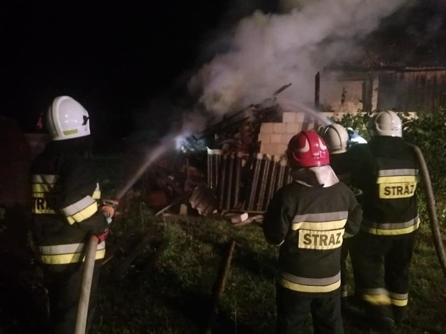 Około godziny 1:40, dyżurny PSK w Zambrowie zadysponował okoliczne jednostki do pożaru zabudowań gospodarczych w miejscowości Zagroby Zakrzewo. Po dojechaniu na miejsce strażacy przystąpili do gaszenie ognia. Wewnątrz domu mieszkalnego znaleziono ciało mężczyzny.