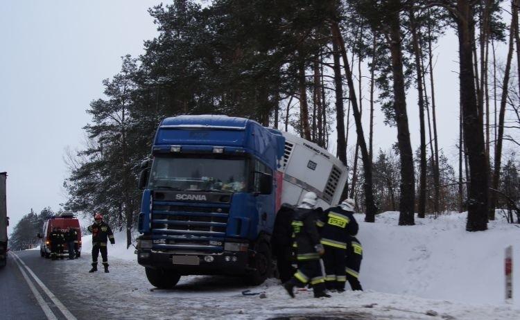 W pobliżu miejscowości Domuraty Scania wpadła do rowu