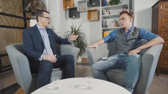 Mateusz Morawiecki i Blowek rozmawiają o koronawirusie.