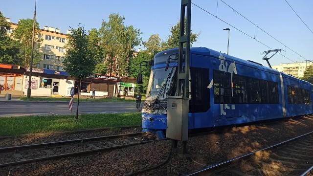 """Rozbity tramwaj """"Lajkonik"""", który brał udział w wypadku na ul. Teligi"""