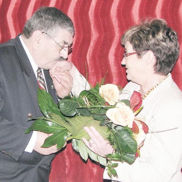 Gabriela Janowska, przewodnicząca gminy Książki gratulowała wójtowi Jerzemu Polcynowi.