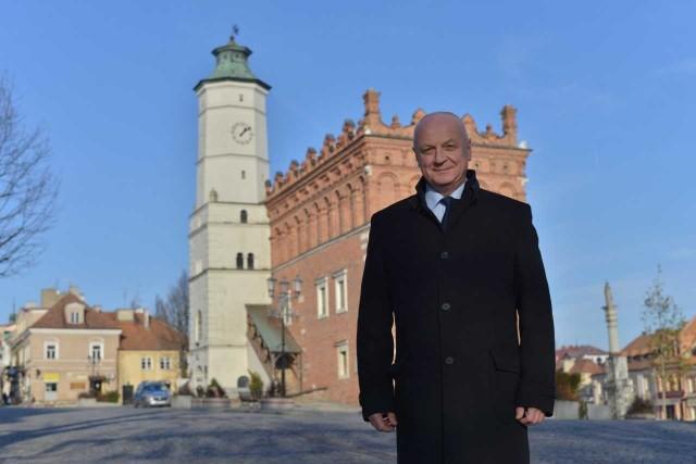 - Wpisanie naszego zespołu staromiejskiego na listę Pomników Historii to przede wszystkim prestiż - mówi Marek Bronkowski, burmistrz Sandomierza.