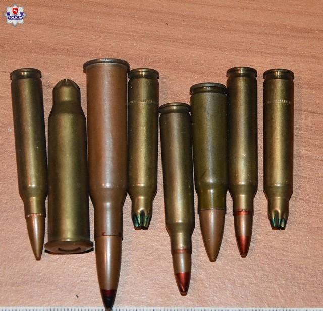 Mundurowi zatrzymali wszystkich uczestników imprezy i zabezpieczyli  8 sztuk amunicji różnego rodzaju