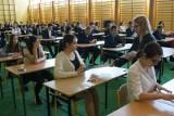 Egzamin gimnazjalny 2018: Są wstępne wyniki. Jak poszło gimnazjalistom z Wielkopolski? Problem jest z liczeniem i chronologią
