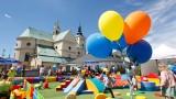 Piknik rodzinny w Ogrodach Bernardyńskich na Dzień Mamy w Rzeszowie [FOTO]