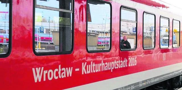 """""""Pociąg do Kultury"""" wyruszył na tory! Pociąg na trasie Berlin-Wrocław będzie kursował w weekendy do 25 września. Podróż w jedną stronę kosztuje 19 euro lub 79 złotych"""