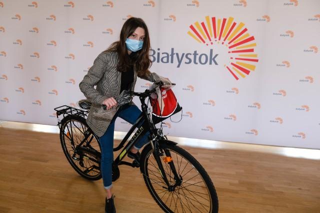 Organizatorzy badań spośród wszystkich osób, które wypełniły ankietę, wylosowali cztery. Wśród nich Aleksandrę Jamiołkowską. W nagrodę otrzymała rower