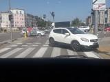 Kolizja na skrzyżowaniu ul. NSZ i ul. KEN. Zderzyły się dwa pojazdy [ZDJĘCIA]