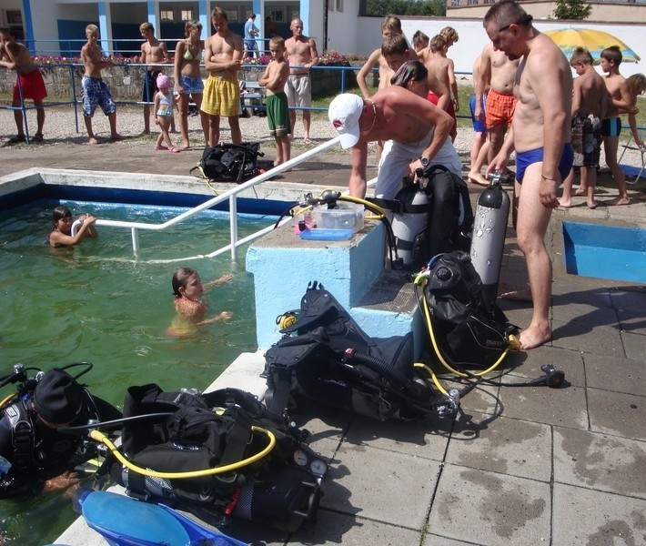 - Również w tym sezonie będę organizował pokazy nurkowania dla dzieciaków - zapowiada Dariusz Drozdek z żagańskiej szkoły nurkowania.