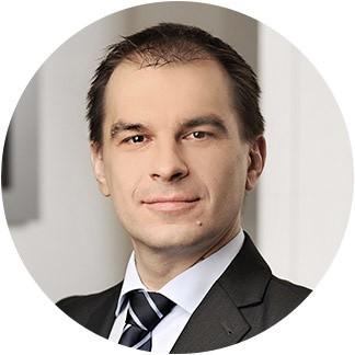 Adam Korecki, makler z Domu Maklerskiego TMS Brokers.