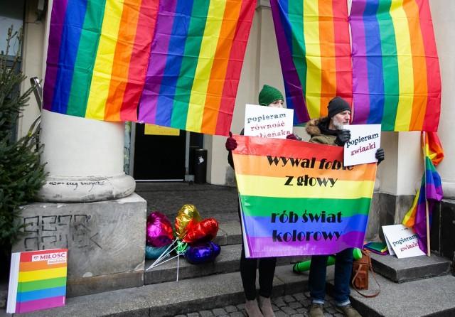 15.02.2020: Warszawa, happening Popieram związki LGBT