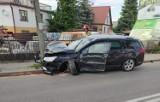 Łapy. Wypadek na ul. Sikorskiego. Śmieciarka uderzyła w osobówkę