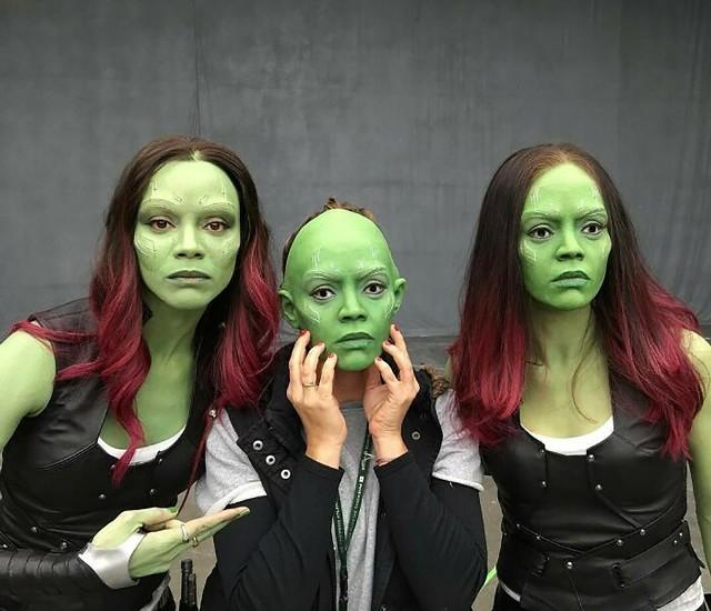 """Zoe Saldana na planie filmu """"Strażnicy Galaktyki"""". Zobacz więcej zdjęć aktorów z kaskaderami - przejdź do kolejnego zdjęcia.źródło: Instagram / jamesgunn"""