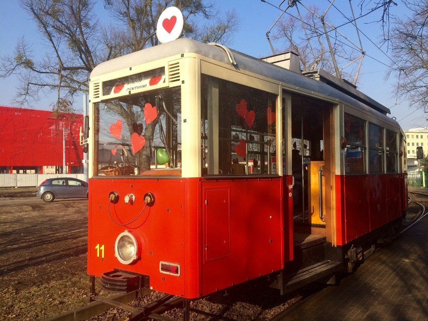 Na Dzień Kobiet darmowy przejazd zabytkowym tramwajem