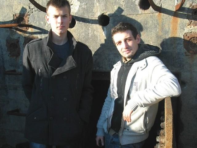 Maciej Walacik i Łukasz Jedynak to działacze GROT-u. W wolnym czasie pracują przy odrestaurowywaniu poniemieckich schronów.