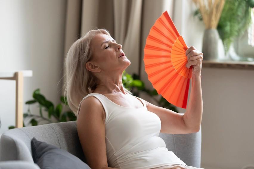 Seniorze! Ten weekend ma być wyjątkowo upalny. Jak o siebie zadbać?