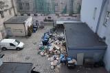 Wielkie wysypisko śmieci na Starym Rynku ma zniknąć. Za to pojawi się monitoring