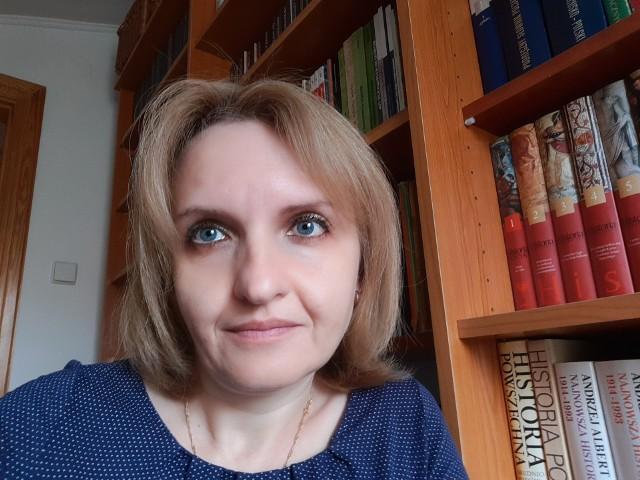 Dr hab. Agnieszka Niekrewicz mieszka w Gorzowie Wielkopolskim. Pracuje w Akademii im. Jakuba z Paradyża.