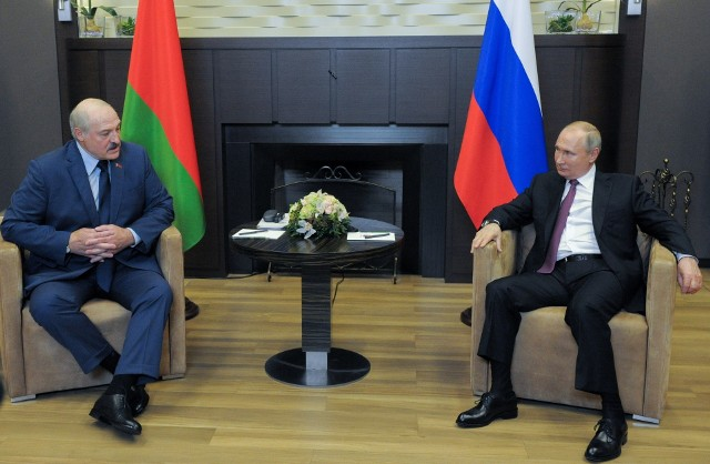 Spotkanie Putin - Łukaszenka w Soczi. W Polsce i na świecie protesty. Stany Zjednoczone ogłaszają nałożenie sankcji na reżim w Mińsku