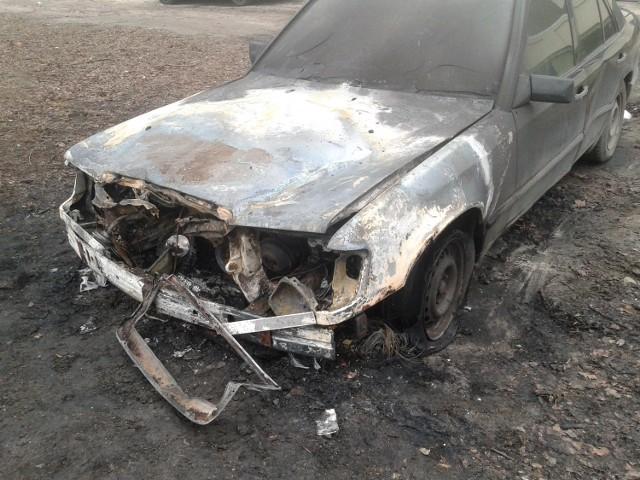 Spalony samochód na ul. Chrobrego w Gdańsku