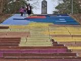 Toruń. Studenci UMK pomalowali schody w parku miejskim. Ich dzieło niebawem zniknie