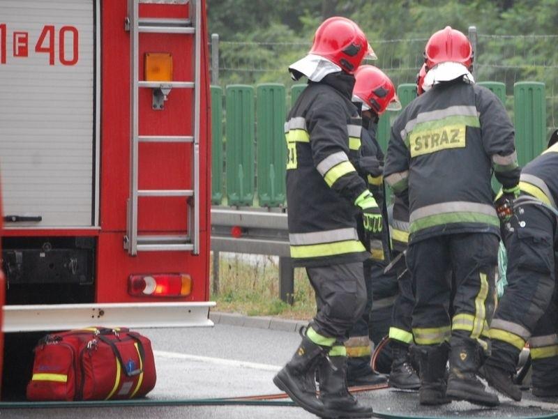 We wtorek około południa na drodze S3 koło Sulechowa zapalił się bus z zaopatrzeniem.