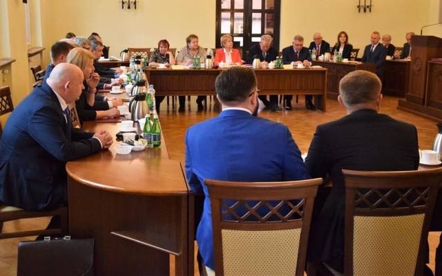 Troje nowych radnych zasiądzie od 28 stycznia w ławach inowrocławskiego samorządu