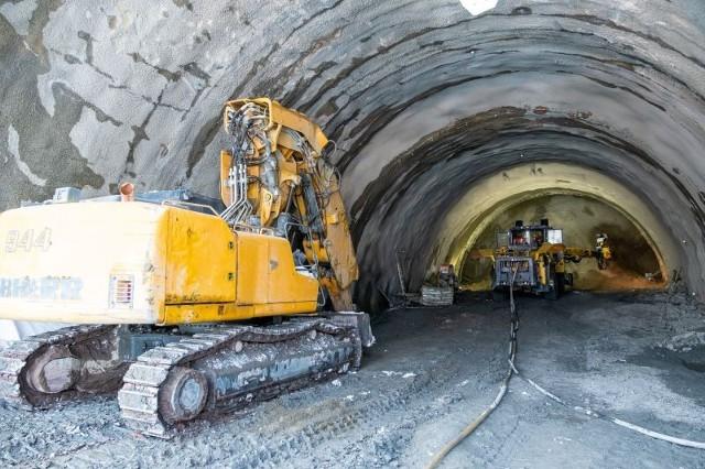 Na budowie drogi ekspresowej S1 w Beskidach (obejście Węgierskiej Górki) najwięcej prac toczy się w związku z drążeniem czterech tuneli pod Baranią Górą. Trwają także inne prace.Zobacz kolejne zdjęcia. Przesuwaj zdjęcia w prawo - naciśnij strzałkę lub przycisk NASTĘPNE