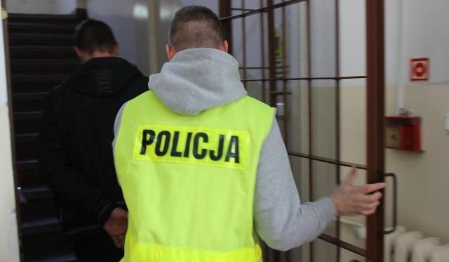 Zatrzymany 35-latek poszukiwany był przez Sąd Rejonowy w Toruniu.
