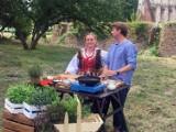Gmina Krasnystaw. Znany kucharz Karol Okrasa po raz drugi gotował na zamku w Krupem. Zobacz zdjęcia