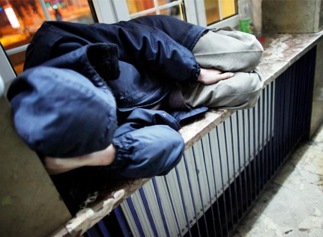 Czasem nie można ustalić personaliów bezdomnego pacjenta. Za leczenie takich osób szpitale nie dostają pieniędzy