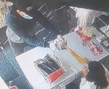 Wszedł do sklepu w Gnieźnie i oblał kobietę nieznaną substancją! Szuka go policja