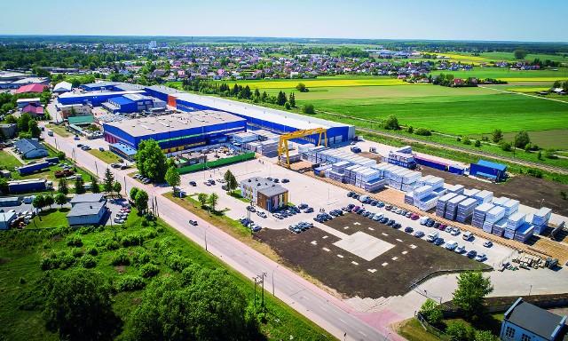 """Budowa nowej hali produkcyjnej Unihouse SA wraz z infrastrukturą i wyposażeniem kosztowała ponad 14 mln zł. Inwestycja zwiększyła znacząco moce produkcyjne, jak również umożliwiła przeprowadzenie całego procesu produkcji """"pod dachem"""""""