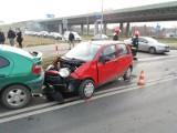 Wypadek na Żernickiej. Zderzyły się trzy samochody [ZDJĘCIA]