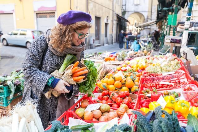 Entuzjaści sezonowego odżywiania jesienią nie mogą narzekać, bo kolorowych i aromatycznych warzyw w tym okresie jest od groma