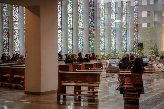 Sprawdź najważniejsze zarządzenia w diecezji zielonogórsko-gorzowskiej. Zobacz, co się zmieniło. Znajdziesz je w kolejnych slajdach.
