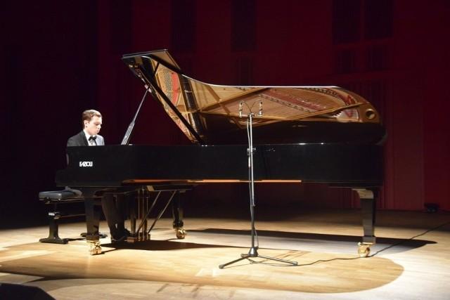 Mateusz Krzyżowski z Tychów w II etapie XVIII Konkursu Chopinowskiego