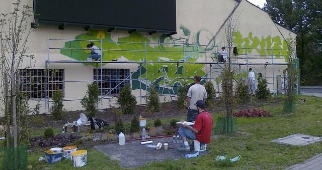 Na tej ścianie powstaje sportowe graffti
