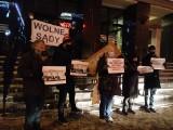 Białystok. Solidarny z Sędziami 2021. Manifestacja KOD przed sądem okręgowym (zdjęcia)